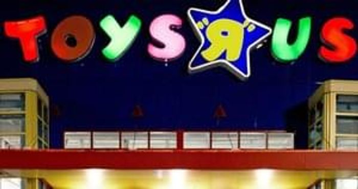 Free 15 Spend At Toys R Us