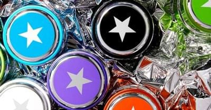 Claim one of 2,000 sample packs of GLAMGLOW at EmeraldStreet