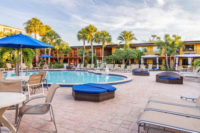 14nt Orlando Drive Holiday w/Waterpark, Theme Park Shuttle & FREE Tickets