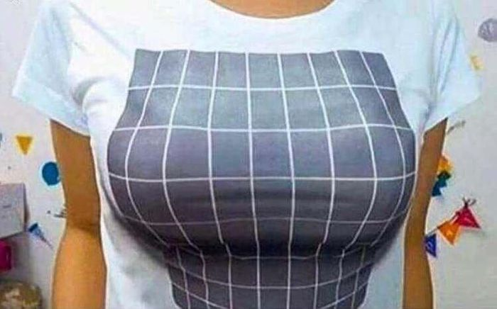 Funny T-Shirt: Big Boobs Optical Illusion