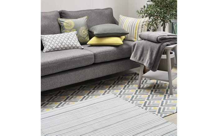 Need a New RUG? Going Very Cheap at Laura Ashley!