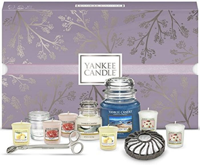 Yankee Candle Gift Set Box including Candles and Accessories (Set of 11)