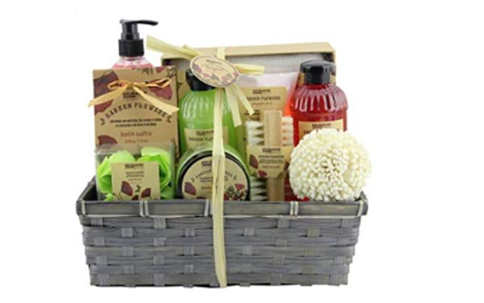 BRUBAKER Cosmetics 'Garden Flowers' 14-Pieces Bath Gift Set in Basket