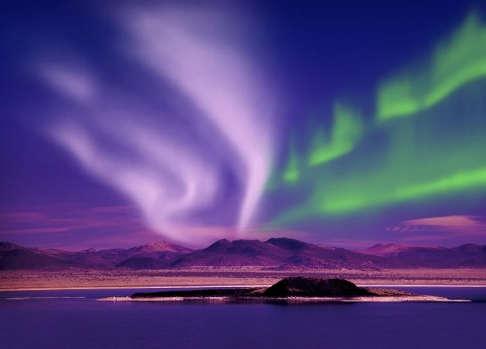 Iceland Northern Lights Escape with Golden Circle Super Jeep Tour & Snowmobiling