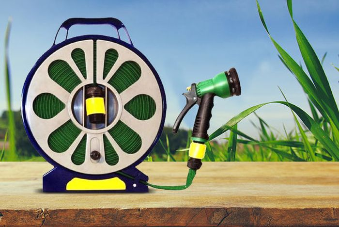 50ft Garden Flat Hose & Spray Nozzle (£3.99 P&p)
