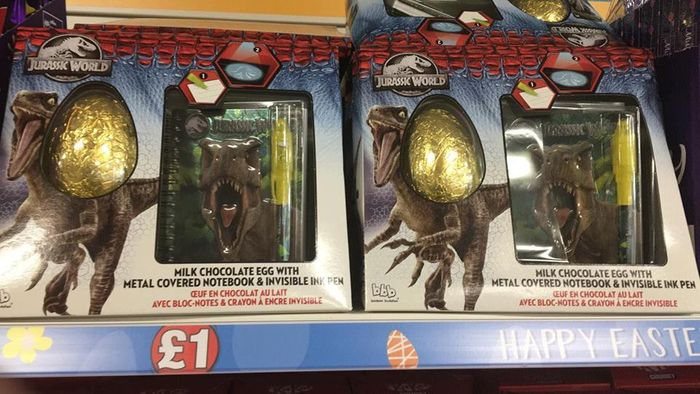 Jurassic World Easter Egg with Notebook + Pen - Instore Poundland