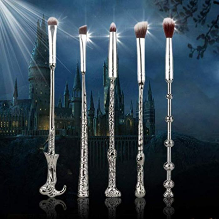 WINGARDIUM LEVIOSA! Harry Potter Wand Makeup Brushes