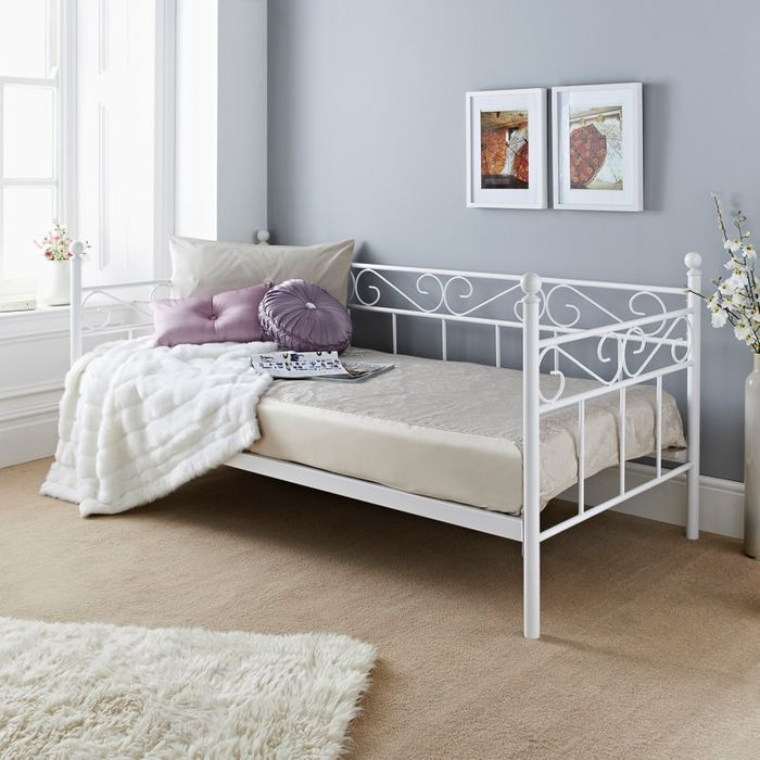 Daybed in Store