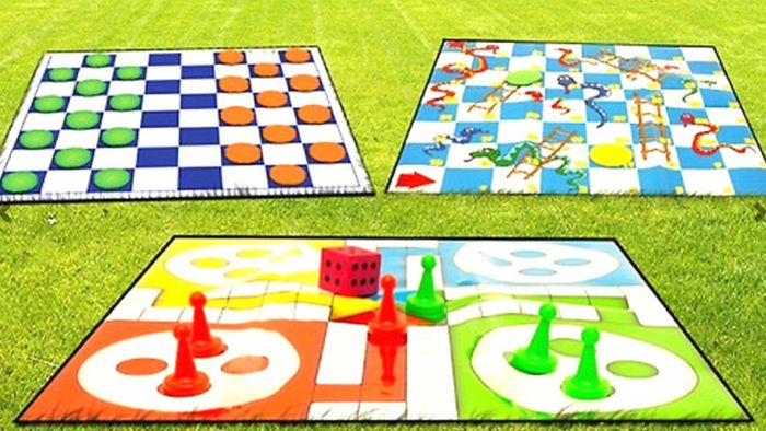 Giant Garden Game Sets - Ludo, Draughts or Snakes & Ladders!