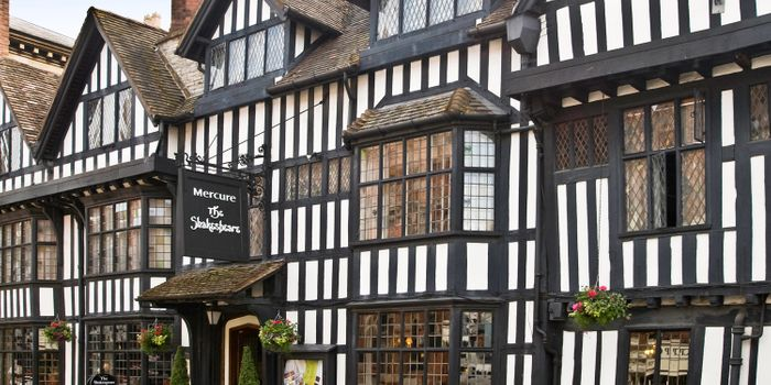 Overnight Stay for 2 Stratford upon Avon Inc Breakast & Bottle of Wine from £59