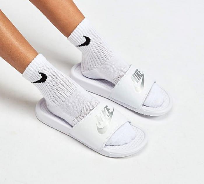 Nike Womens Benassi Slide Sandal | White / Metallic Silver