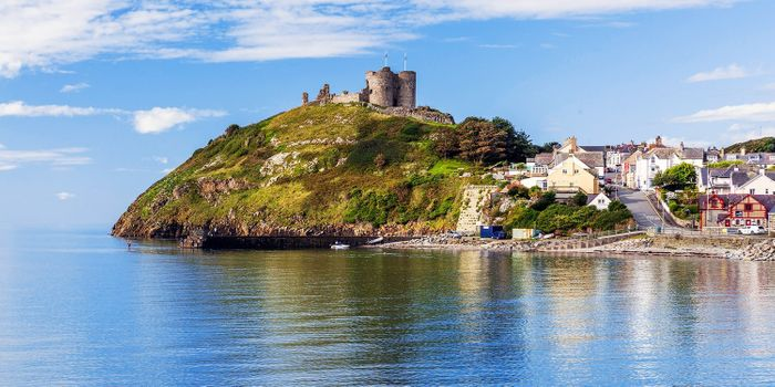 Two Night Criccieth North Wales Break - Lion Hotel with Breakfast for 2 People