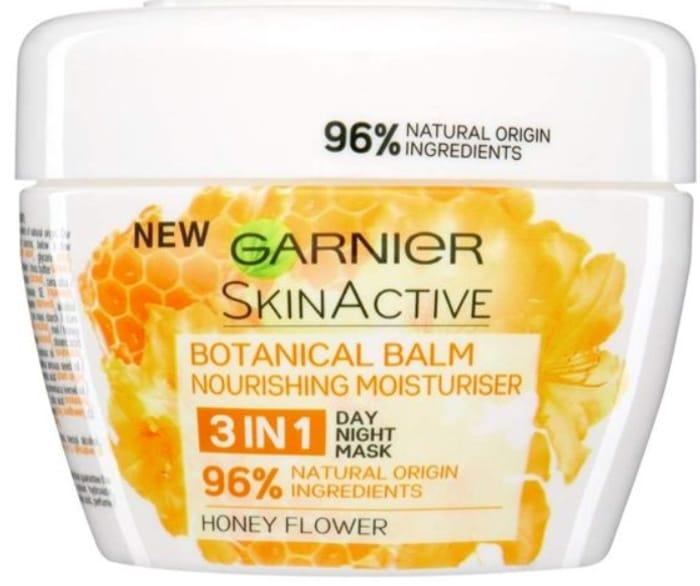 Best Price Garnier Face Balm Moist Honey *140ml - 3 in 1 at Poundshop
