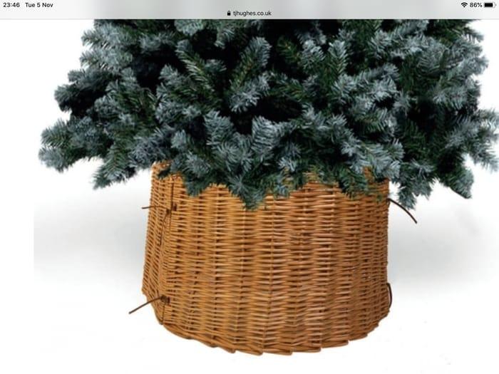Traditional Wicker Tree Skirt
