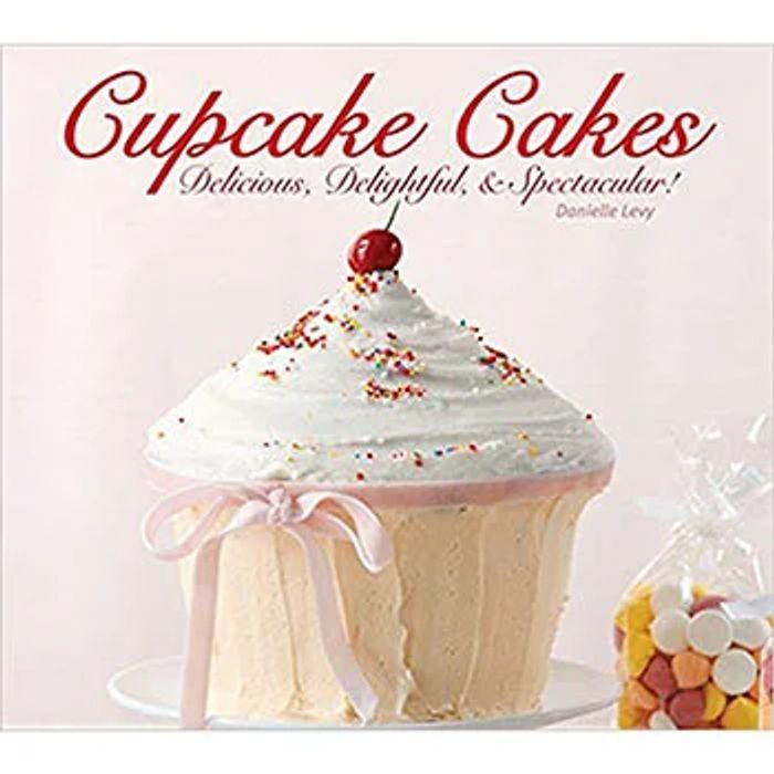 Cupcake Cakes Format: Hardback  Author: Danielle Levy C and C