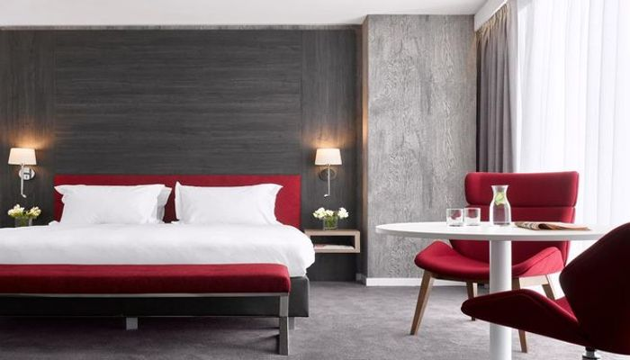 CHEAP! 3* or 4* Birmingham Stay with Breakfast & Byron Dining