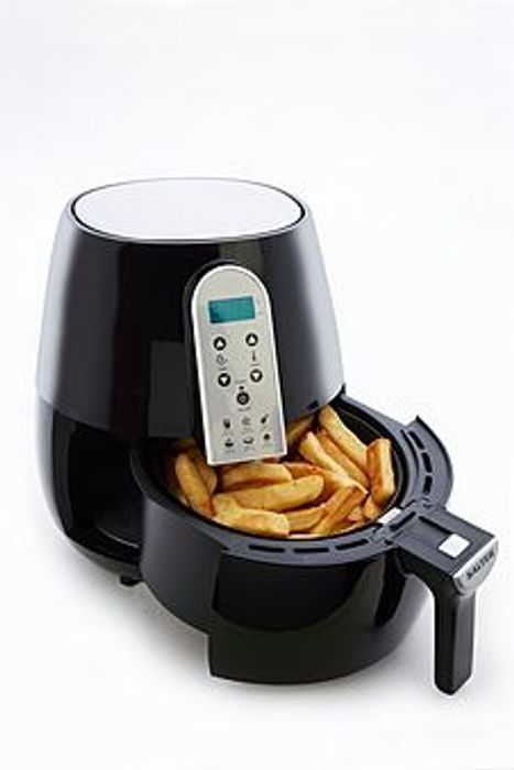 4 Litre Manual Air Fryer at Studio - Only £34.99!