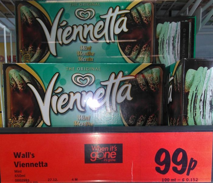 Viennetta Mint Ice Cream Dessert 99p 650ml
