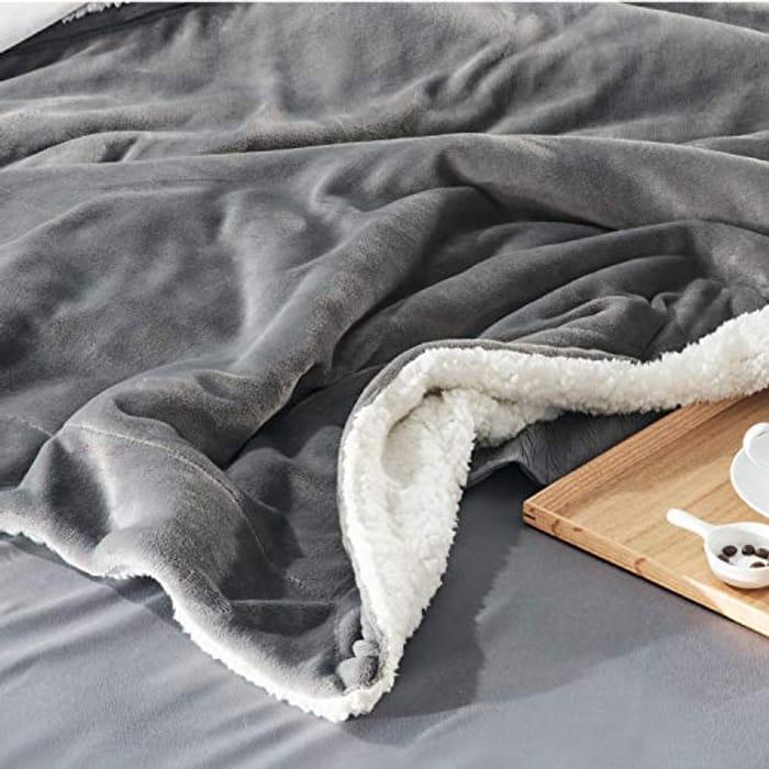 Bedsure Sherpa Blanket Silver Grey Double/Twin Size (150 X 200cm)