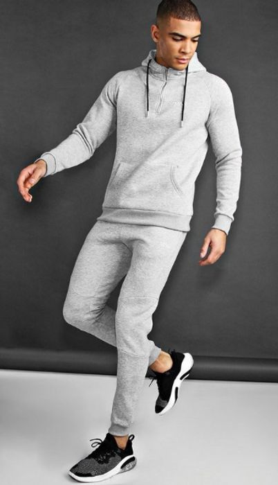 Best Active Wear, Gym Clothing & Accessory Sales for Men & Women
