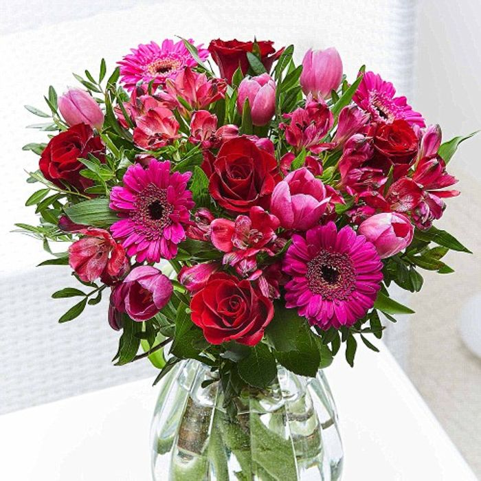 20% off Valentines Day Collection at Flying Flowers