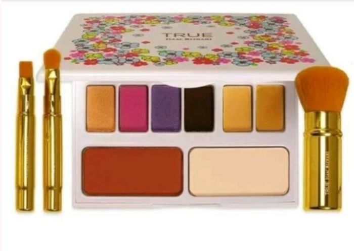 Free Makeup Palette (Worth £49.99) - Only £3.99 P&P!