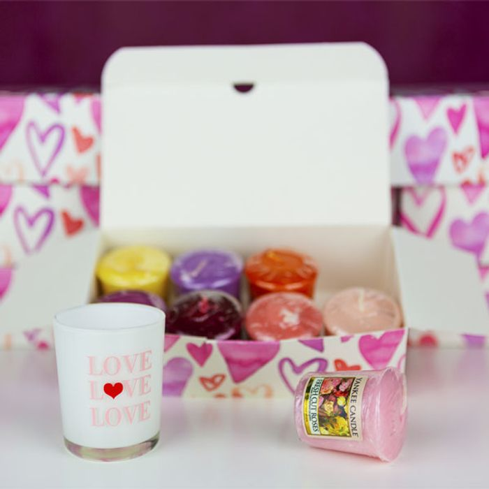 Cheap Yankee Candle Valentine's Love Holder & Sampler in Heart Gift Box-Save 50%