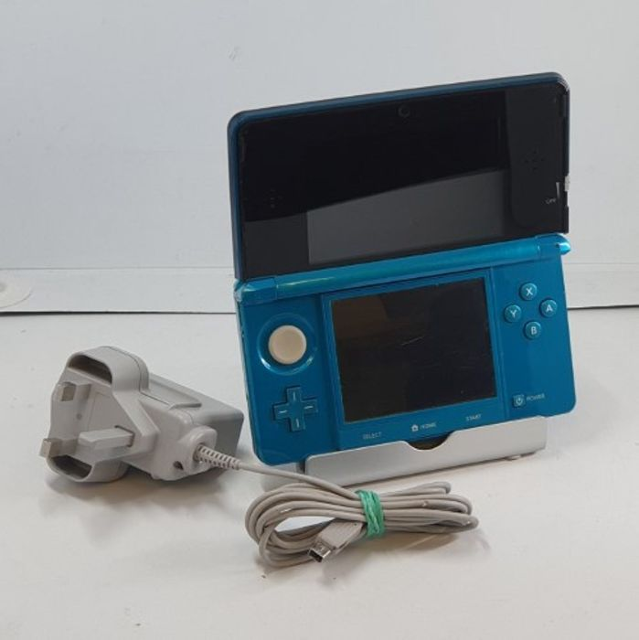Nintendo 3DS - Blue Edition (Used)