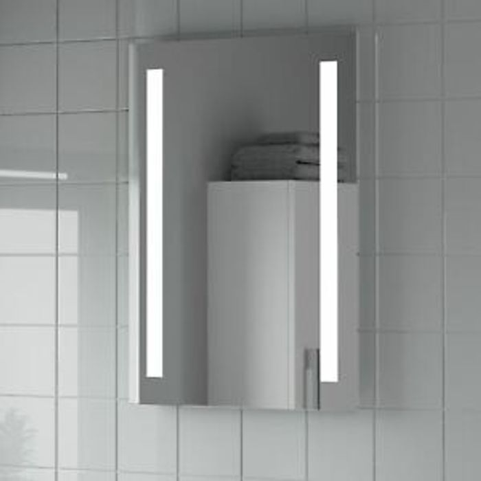 Modern Bathroom Mirror LED Illuminated Rectangular Battery Powered 500 X 700mm