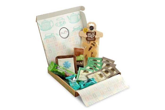 Cheap Afternoon Tea Hamper - Tea, Biscotti, Truffles & More Only £14