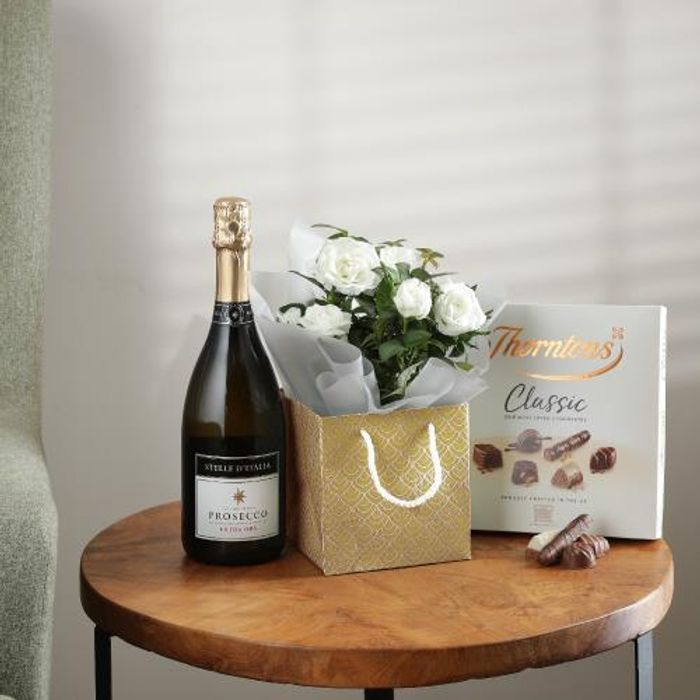 HALF PRICE! The White Rose Gift Set with Free Delivery - Just £17 with Code!