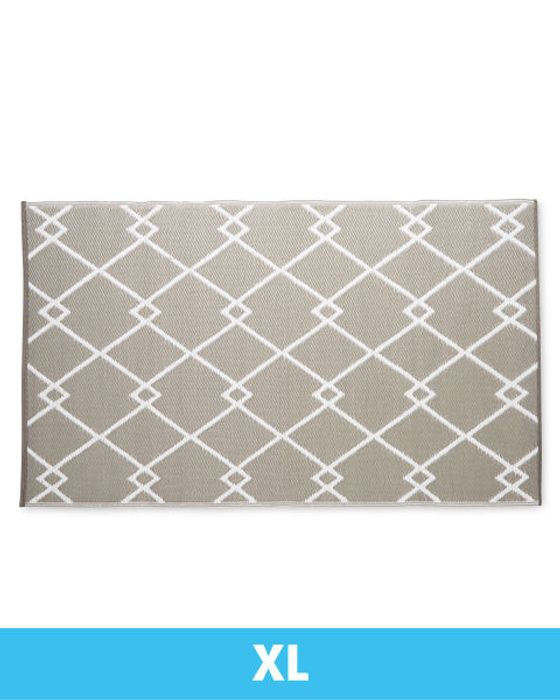 Extra Large Diamond Link Outdoor Rug
