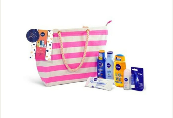 NIVEA Sun Beach Must Haves Pink Bag