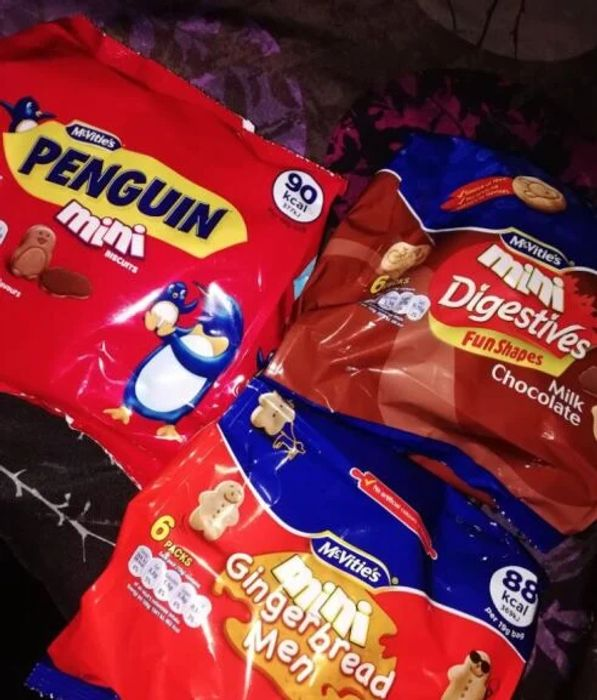 Mcvitities 6pk Gingerbread Biscuits penguins and digestives at Farmfoods