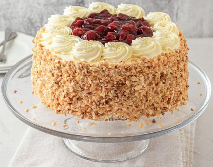Free Delivery for Classic Strawberry Gateau