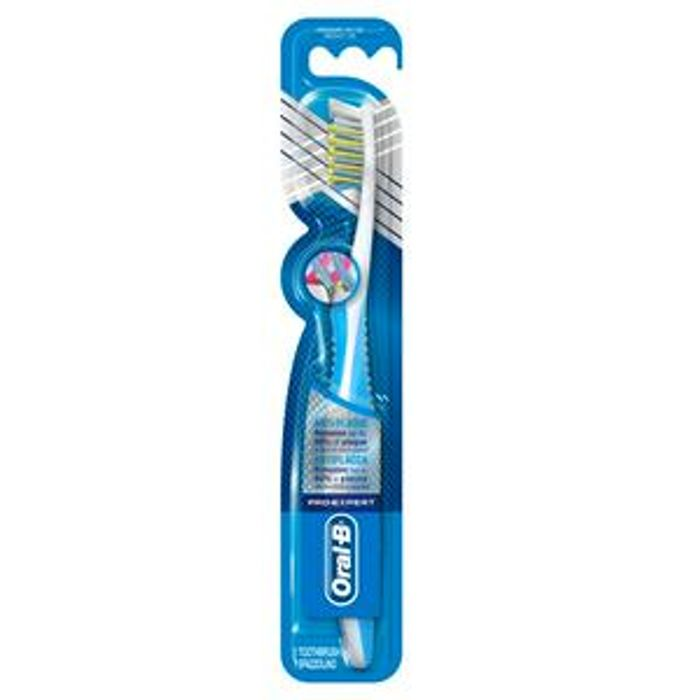 Oral-B Pro-Expert CrossAction Anti-Plaque Medium Manual Toothbrush