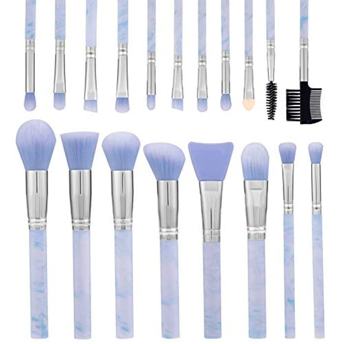 Bargain 19 Piece Makeup Brush Set at Amazon