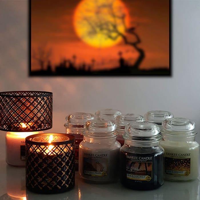 Classic Signature Yankee Candle Medium Jar Lucky Dip + Halloween Accessory