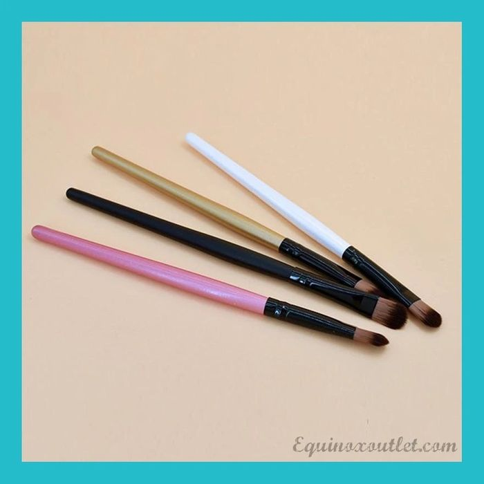 Free Concealer Brush with Free Delivery