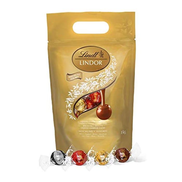 Lindt Lindor Milk Chocolate Truffles Bag - Approx. 80 Balls, 1kg Prime Day Deal