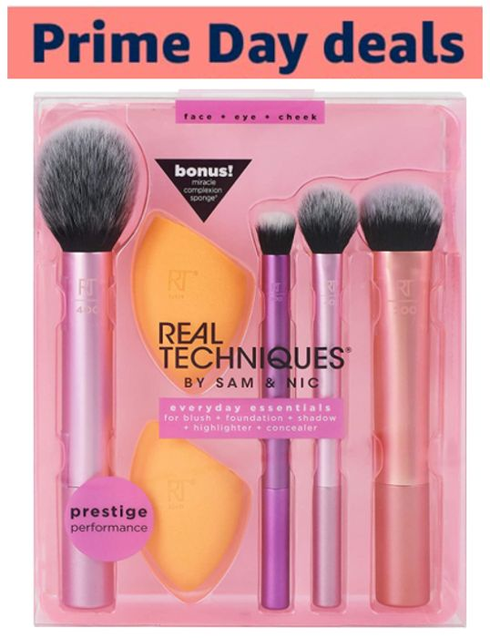 Real Techniques Everyday Essentials - 4 Brushes & 2 Sponges