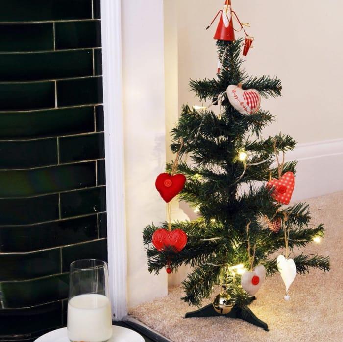 Harbour Housewares 2ft Artificial Pine Christmas Tree - Green