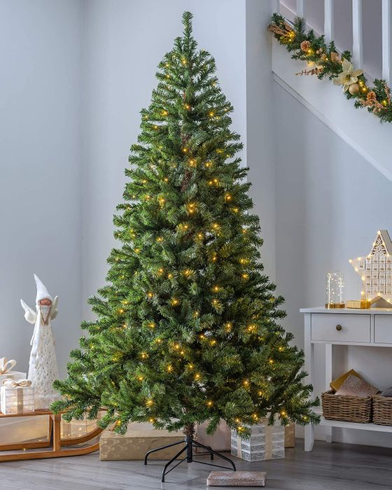 WeRChristmas Pre-Lit Spruce Christmas Tree, 200 LED Lights, 6ft