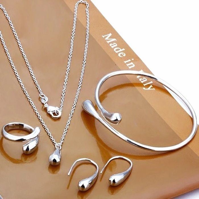 Free Oval Earring Set (P&p £3.99)