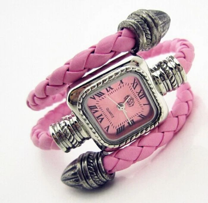 Free on the Snake Bracelet Watch (White, Blue, Brown, Pink or Red)