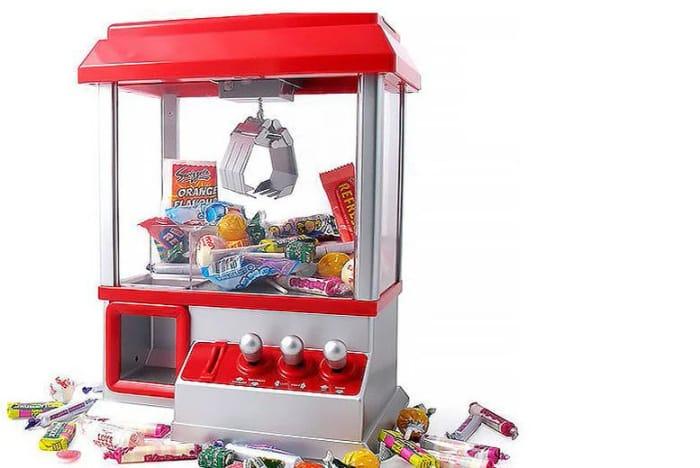 Retro Arcade Candy Grabber Game
