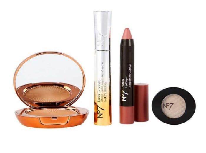 No7 Mini Cosmetics Kit (Worth £42) Bronzer,Mascara,Lip Crayon,Eyeshadow -Now £10