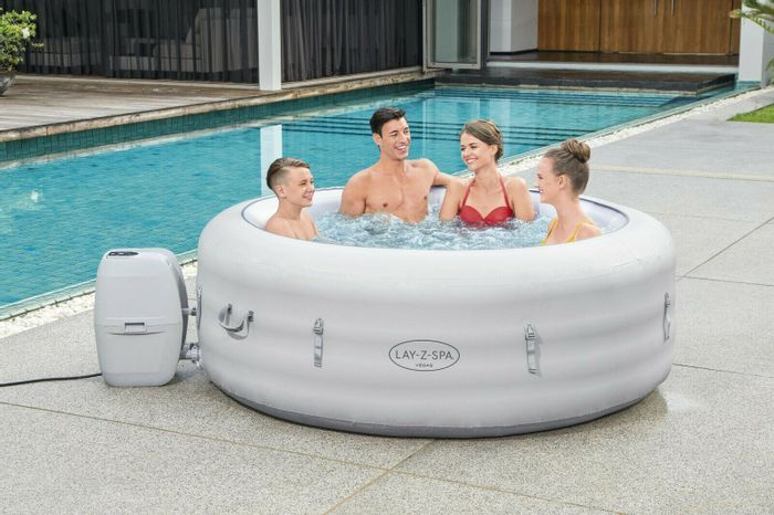 Lay-Z-Spa Vegas 6 Person Inflatable Hot Tub - £300 Free C&C