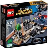 Lego Batman and Superman set with bat signal