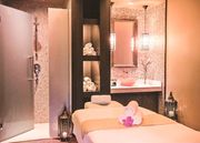 Five-Star Excellence at a Glamourous Dubai Hotel, including Breakfast,